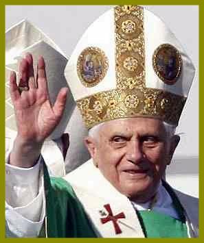 Pope-Benedict-XVI waving